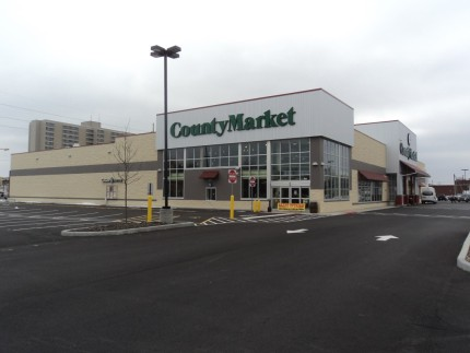The typical Niemann's County Market storefront.